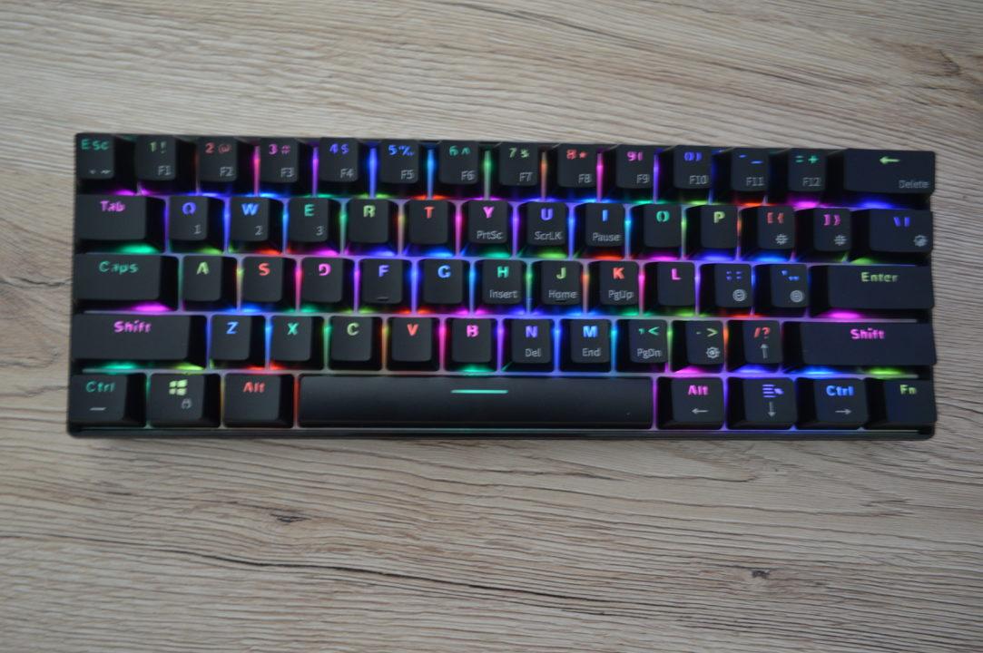 o tastatura mecanica de gaming cu iluminare bluetooth 2020
