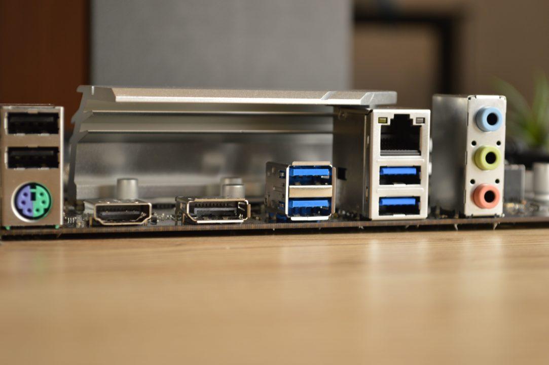 conectivitate ASRock B560 Pro4